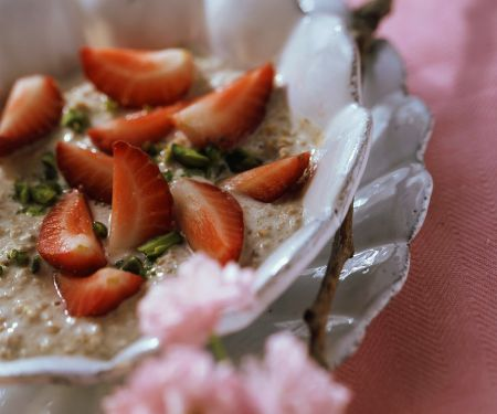 Weizenbrei mit Erdbeeren