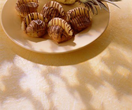Windbeutel mit Schoko-Ananas-Creme