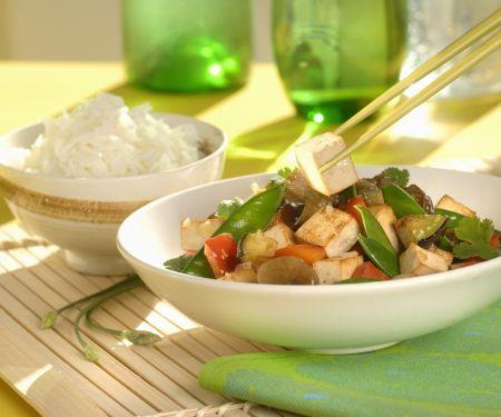 Wok mit Tofu und Gemüse