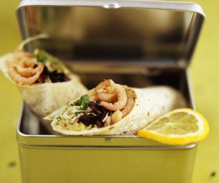 Wraps mit Sprossen-Krabbensalat gefüllt
