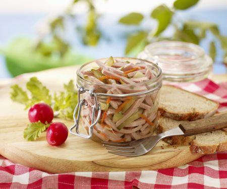 Wurstsalat mit Essiggurken