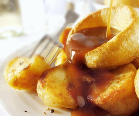 Yorkshire Pudding mit Bratensoße