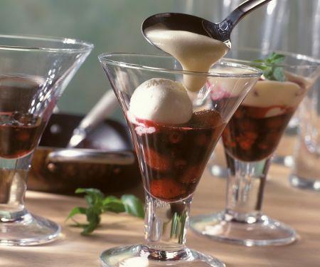 Zabaglione mit Beeren und Eis