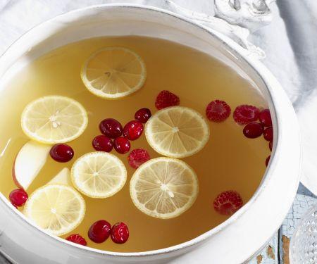 Zitronen-Apfel-Punsch mit Cranberrys