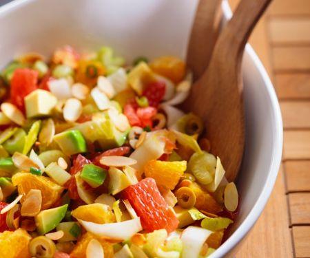 Zitrusfruchtsalat mit Avocado und Mandelblättchen