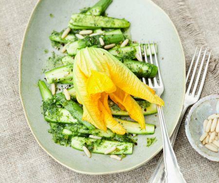 Zucchini-Carpaccio mit Minzdressing