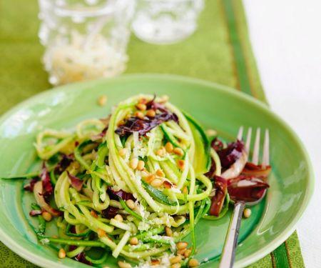 Zucchini-Nudeln mit Radicchio