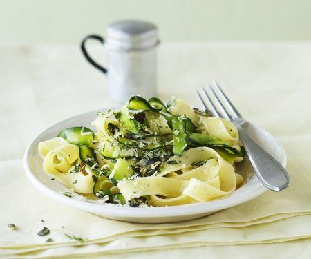 Zucchini-Pasta mit Limette