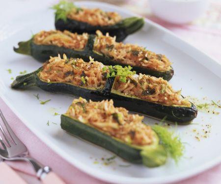 Zucchinischiffchen mit Füllung auf türkische Art