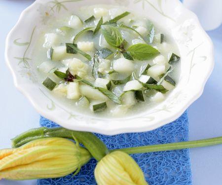 Zucchinisuppe mit Knoblauch
