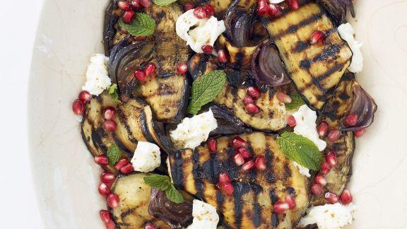 Rezept: Aubergine vom Grill mit Mozzarella mit Granatapfel
