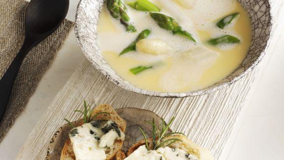 Rezept: Spargelsuppe mit Käsebaguette