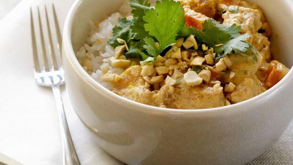 Rezept: Curry mit Tofu und Erdnüssen dazu Reis