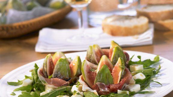 Rezept: Rucolasalat mit Parmaschinken und Mozzarella
