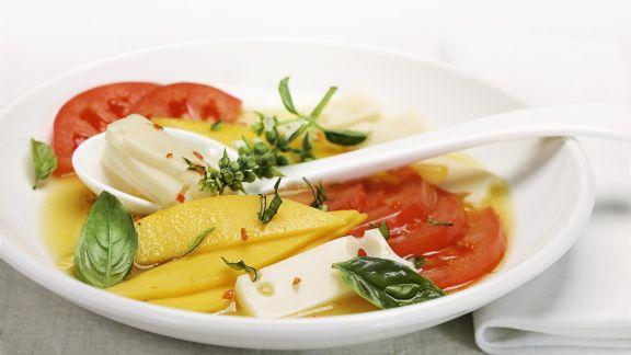 Rezept: Tomaten-Käse-Salat mit Mango