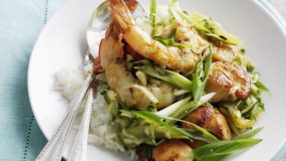Rezept: Garnelenschwänze mit Lauchzwiebeln und Reis