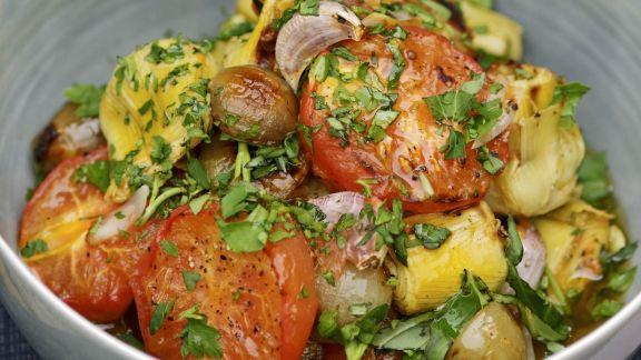 Rezept: Gebratener Gemüsesalat mit Basilikum