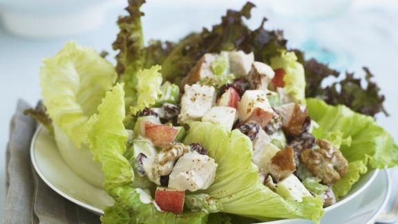 Rezept: Hühnchensalat mit Äpfeln und Walnüssen
