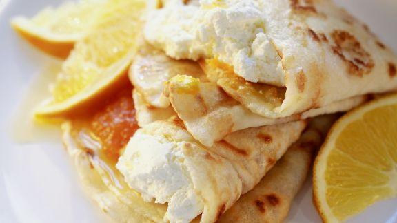 Rezept: Frischkäse-Pfannkuchen mit Orangen