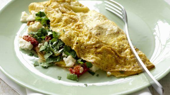 Rezept: Gefülltes Omelett mit Tomaten und Schafskäse