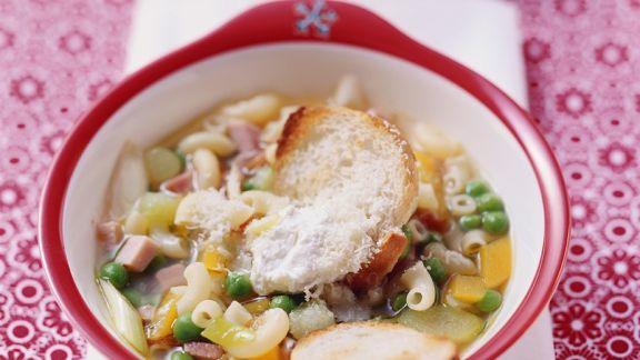 Rezept: Gemüsesuppe mit Nudeln