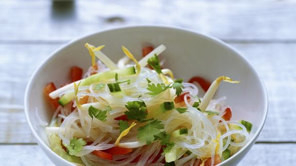 Rezept: Glasnudel-Salat mit Sojasprossen