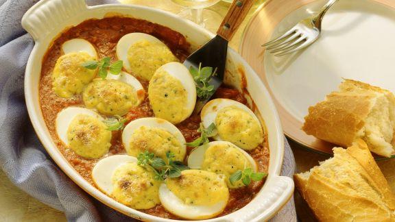 Rezept: Eier mit Gorgonzola überbacken und Tomatensoße