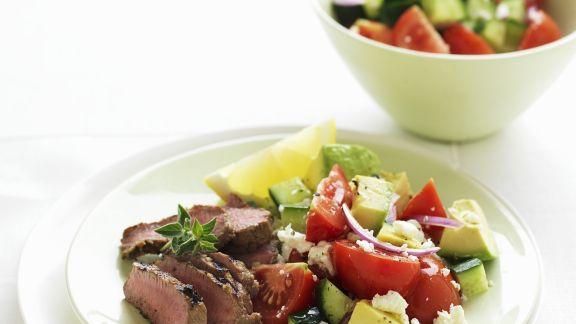 Rezept: Lammfilet mit Tomaten-Avocado-Salat