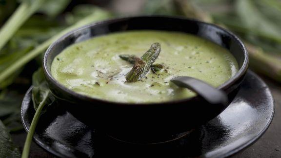 Rezept: Grüner Spargel-Spinat-Suppe