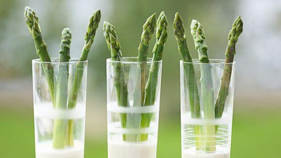 Rezept: Grüner Spargel mit Estragon-Zitronen-Sauce