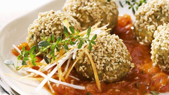 Rezept: Grünkernbällchen mit Sesam dazu Tomatensoße
