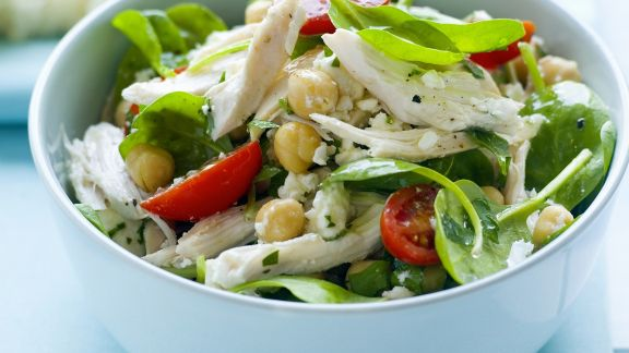 Rezept: Hähnchen-Kichererbsen-Salat mit Spinat