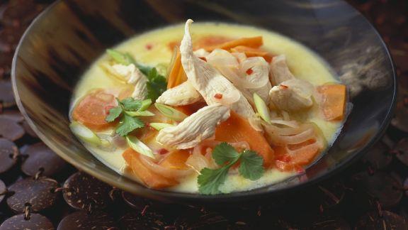 Rezept: Hähnchen-Kokossuppe