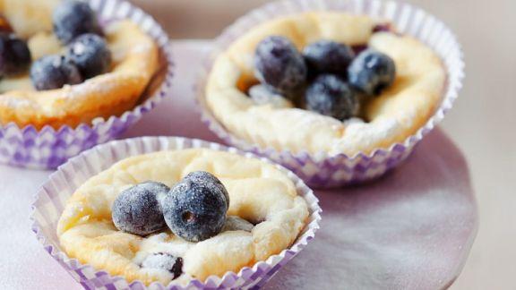 k sekuchen muffins mit blaubeeren rezept eat smarter. Black Bedroom Furniture Sets. Home Design Ideas