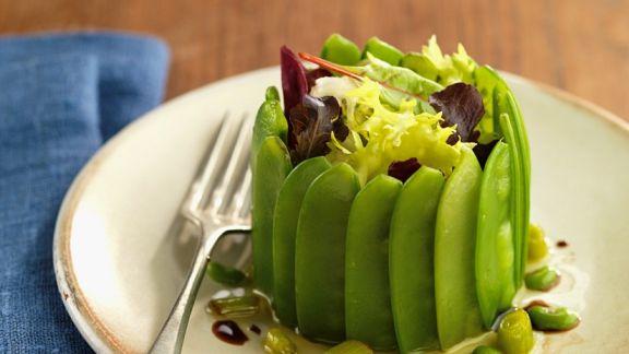 kleine pastete mit zuckerschoten und salat rezept eat smarter. Black Bedroom Furniture Sets. Home Design Ideas