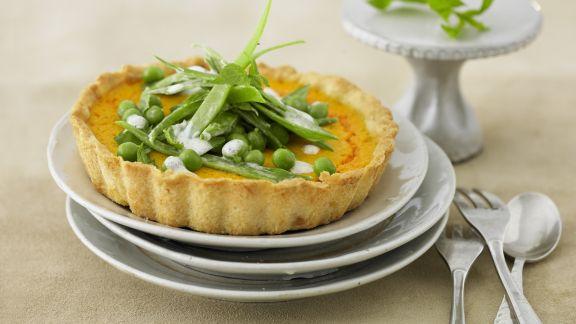 Rezept: Kleine Möhrenkuchen mit Zuckerschotensalat