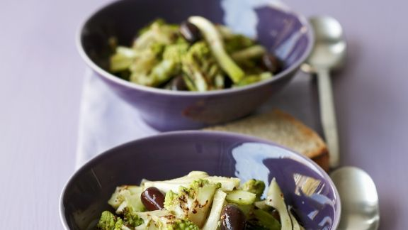 Rezept: Romanesco-Fenchel-Salat mit Oliven