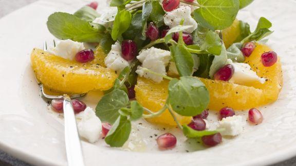 Rezept: Orangen-Brunnenkresse-Salat mit Granatapfel und Schafskäse