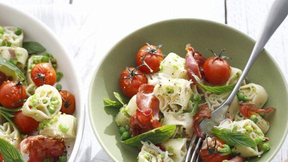 Rezept: Pastasalat mit Tomaten, Schinken und Minze