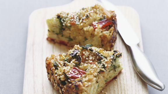 Rezept: Pikanter Reiskuchen mit Sesam