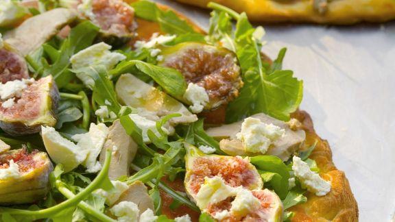 Rezept: Pizza mit Gänseleber, Feigen und Rucola