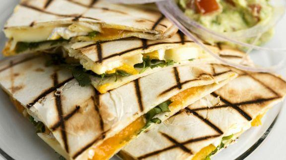 Rezept: Tortillas mit Mango und Brie dazu Avocadodip