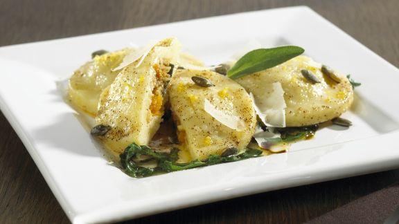 Rezept: Ravioli aus Kartoffelteig mit Kürbisfüllung