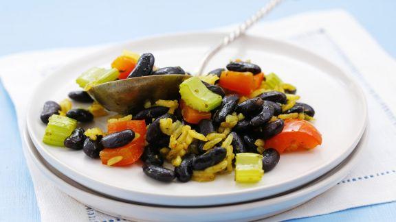 safran reis mit schwarzen bohnen paprika und sellerie rezept eat smarter. Black Bedroom Furniture Sets. Home Design Ideas