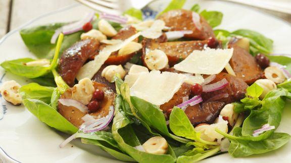 Rezept: Salat mit Maronenpilzen und Haselnüssen
