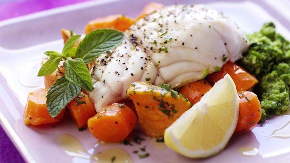 Rezept: Schellfischfilet mit Karotten, Süßkartoffeln und Gemüsepüree