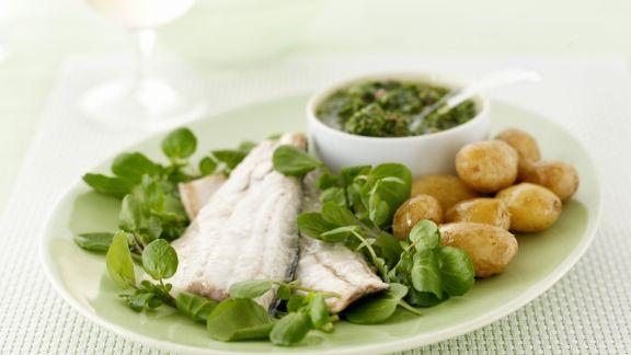 Rezept: Seebarschfilet mit Kartoffeln, Salsa Verde und Brunnenkresse