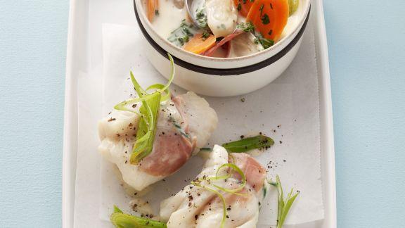 Rezept: Seelachsrouladen mit Weißwein-Gemüse-Soße