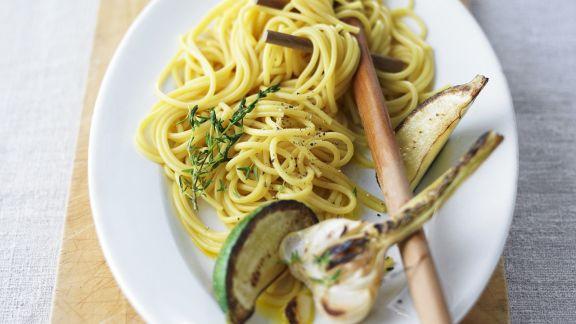 spaghetti mit gebratenem knoblauch und limette rezept eat smarter. Black Bedroom Furniture Sets. Home Design Ideas
