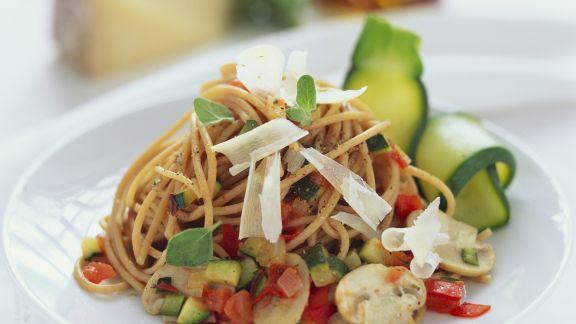 spaghetti mit gem sesauce rezept eat smarter. Black Bedroom Furniture Sets. Home Design Ideas